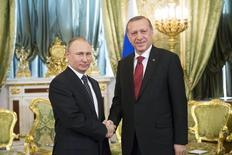 Президенты России и Турции Владимир Путин и Тайип Эрдоган на переговорах в Москве. 10 марта 2017 года. Российский фонд прямых инвестиций (РФПИ) и суверенный фонд Турции (TWF) создадут Российско-турецкий инвестиционный фонд, в который вложат по $500 миллионов каждый. REUTERS/Zemlianichenko/Pool