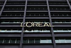 L'Oréal a annoncé vendredi la nomination de Cyril Chapuy comme directeur général adjoint de sa division de produits de luxe, en charge des marques internationales. Entré chez L'Oréal en 1993, Cyril Chapuy a occupé diverses fonctions au sein de la division des produits grand public. Il dirigeait depuis 2010 L'Oréal Paris, première marque du groupe par le chiffre d'affaires. /Photo d'archives/REUTERS/Benoit Tessier