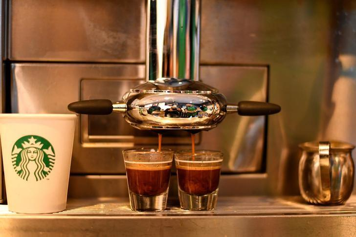 Espresso is brewed at a Starbucks coffeehouse in Austin, Texas, U.S., February 10, 2017. REUTERS/Mohammad Khursheed/Files