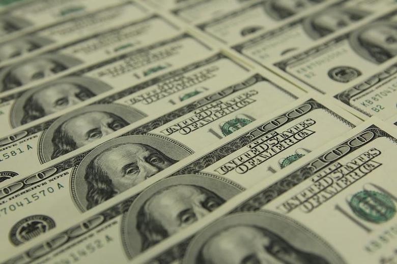 图为美元纸币。REUTERS/Laszlo Balogh