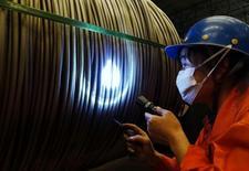 La production industrielle chinoise a progressé de plus de 6% en janvier et février, a annoncé dimanche un vice-président de l'agence de planification, ajoutant que le taux de chômage pour ces deux mois, mesuré par une étude dans 31 grandes villes, était d'environ 5%. /Photo prise le 1er septembre 2016/REUTERS