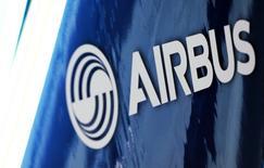 Airbus Group, à suivre à la Bourse de Paris, a annoncé lundi que la nouvelle compagnie sud-coréenne Kair Airlines avait choisi la famille A320 pour le lancement de ses services low-cost et passé une commande ferme portant sur huit A320ceo. /Photo prise le 11 janvier 2017/REUTERS/Régis Duvignau