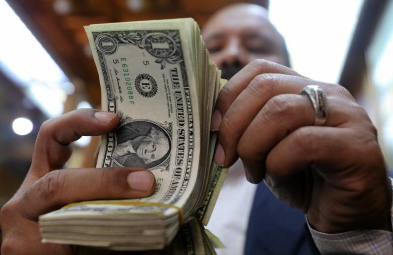 A man counts U.S dollars at a money exchange office in central Cairo, Egypt, March 7, 2017. REUTERS/Mohamed Abd El Ghany