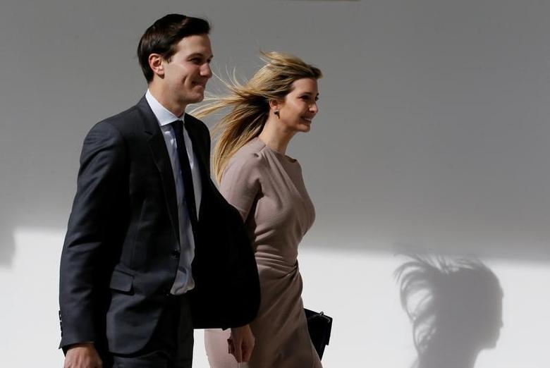 White House Senior Adviser Jared Kushner and his wife Ivanka Trump walk along the colonnade  at the White House in Washington, U.S., February 10, 2017. REUTERS/Jim Bourg
