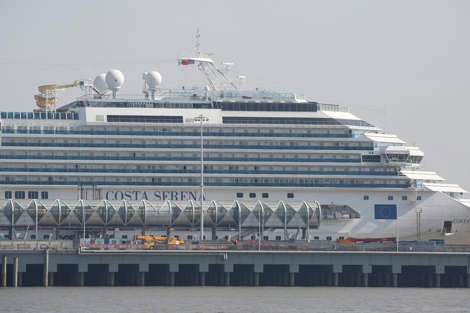 Chinese Cruise Passengers Put Patriotism Above Tourism By Skipping - Chinese cruise ship