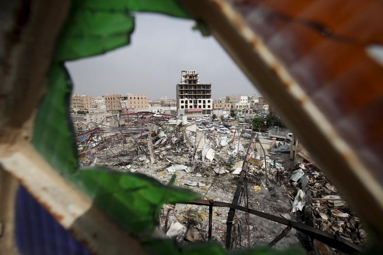 A view shows a wedding hall destroyed by a Saudi-led air strike in Yemen's capital Sanaa July 12, 2015.  REUTERS/Mohamed al-Sayaghi