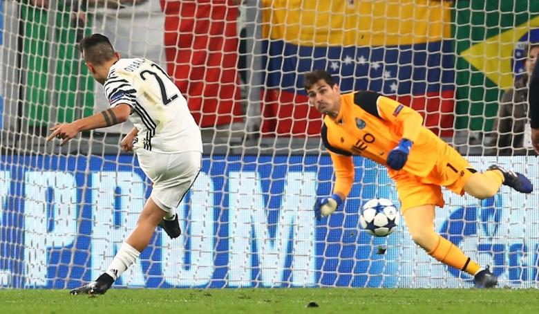 Soccer Football - Juventus v FC Porto - UEFA Champions League Round of 16 Second Leg - Juventus Stadium, Turin, Italy - 14/3/17 Juventus' Paulo Dybala scores their first goal from the penalty spot Reuters / Stefano Rellandini Livepic