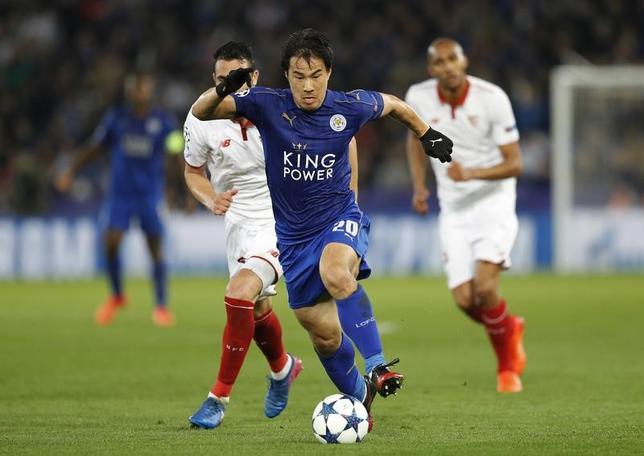 3月14日、サッカーの欧州チャンピオンズリーグ(CL)で岡崎慎司所属のレスター(イングランド)は2─0でセビリア(スペイン)を下し、2戦合計3─2で8強進出を果たした(2017年 ロイター)