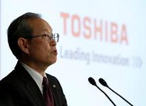 Глава Toshiba Corp Сатоси Цунакава  на пресс-конференции в штаб-квартире компании в Токио. Акции Toshiba Corp упали в среду после того, как японский конгломерат сообщил, что рассмотрит продажу своего американского ядерного подразделения Westinghouse, но не прояснил, собирается ли задействовать главу 11 Кодекса США о банкротстве, что позволило бы ограничить потери. REUTERS/Issei Kato