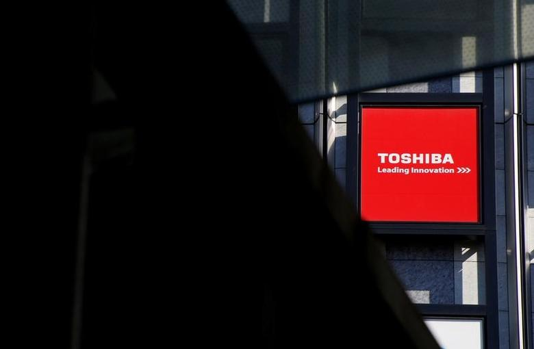 FILE PHOTO -  A logo of Toshiba Corp is seen outside an electronics retail store in Tokyo, Japan, February 14, 2017.      REUTERS/Toru Hanai/File Photo
