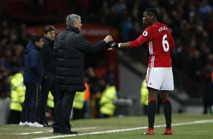 Football Soccer Britain - Manchester United v Tottenham Hotspur - Premier League - Old Trafford - 11/12/16 Manchester United's Paul Pogba is spoken to by  manager Jose Mourinho  Reuters / Andrew Yates