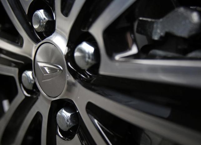 3月16日、トヨタ自動車グループで小型車を手掛けるダイハツ工業は、2017年から25年までの中長期経営計画を発表した。写真は都内で2014年11月撮影(2017年 ロイター/Yuya Shino)