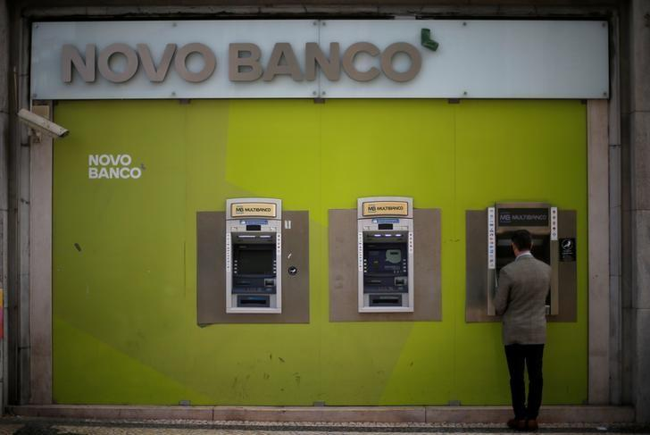 A man uses a ATM machine at a Novo Banco branch in downtown Lisbon, Portugal, February 21, 2017.    REUTERS/Rafael Marchante