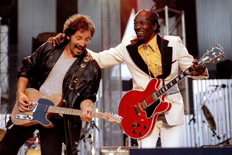 FILE PHOTO - Bruce Springsteen and Chuck Berry perform ''Johnny B. Good'' to open The Concert for the Rock & Roll Hall of Fame September 2, 1995  at Cleveland Stadium. REUTERS/Stringer/File Photo