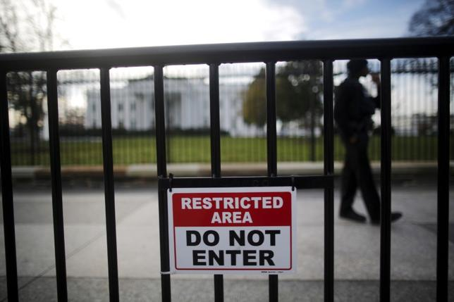 FILE PHOTO: A restricted area sign is seen outside of the White House in Washington November 27, 2015. REUTERS/Carlos Barria