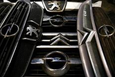 Le rachat d'Opel par PSA Group apporte au constructeur français une nouvelle dimension pour réaliser ses projets d'expansion à l'international, déclare un représentant de la famille Peugeot. /Photo prise le 6 mars 2017/REUTERS/Dado Ruvic