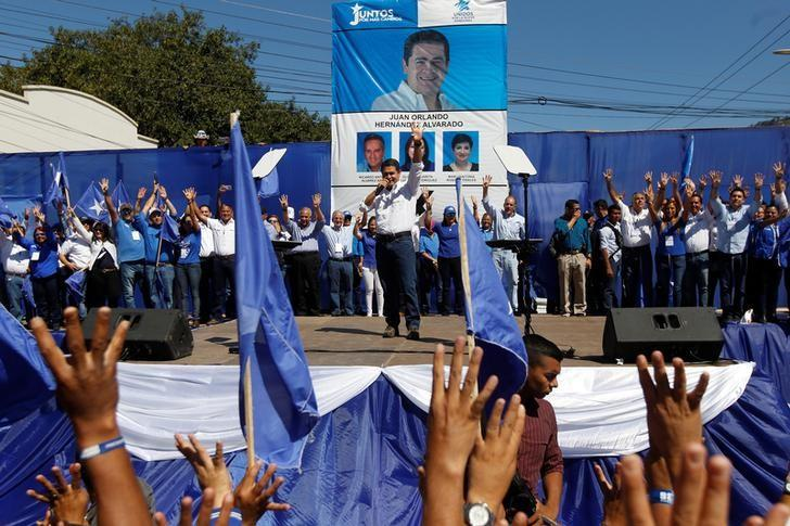 Honduran President Juan Orlando Hernandez, who is running to be the presidential candidate for the ruling Partido Nacional (National Party), delivers a speech to supporters during a rally ahead of the March 12 primary elections in Tegucigalpa, Honduras, March 5, 2017. REUTERS/Jorge Cabrera/Files