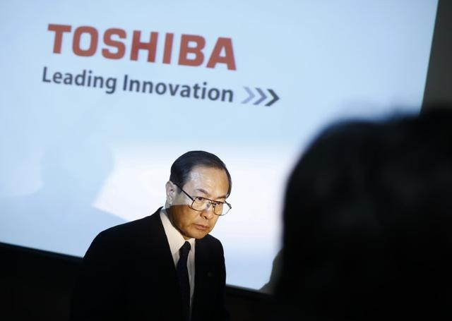 Toshiba Corp President and CEO Masashi Muromachi leaves a news conference at the company headquarters in Tokyo, Japan, March 18, 2016. REUTERS/Thomas Peter