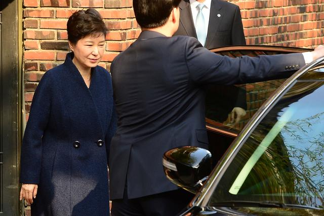 South Korea's ousted leader Park Geun-hye leaves from her private home as she heads to the prosecutors' office to be questioned over a widening corruption scandal in Seoul, South Korea, March 21, 2017. Lim Se-Yeong via News1