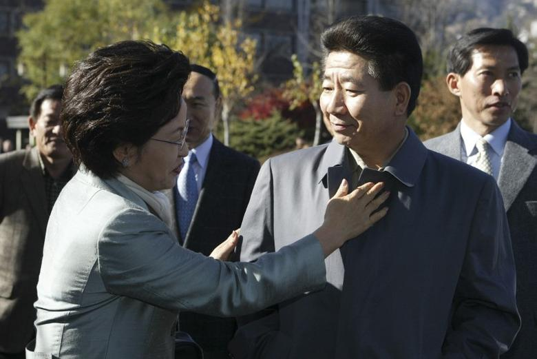 FILE PHOTO: South Korean President Roh Moo-hyun (R) looks at his wife Kwon Yang-sook during their walk at the Gyeongbokgung (Palace) in Seoul in this previously unreleased November 16, 2003 handout picture which was released on May 27, 2009. REUTERS/The funeral commission of people's funeral for the late President Roh Moo-hyun/Handout