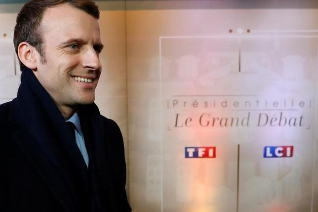Emmanuel Macron, head of the political movement En Marche !, or Onwards !, and candidate for the 2017 presidential election, arrives for a debate organised by French private TV channel TF1 in Aubervilliers, outside Paris, France, March 20, 2017. Picture taken March 20, 2017.   REUTERS/Patrick Kovarik/Pool