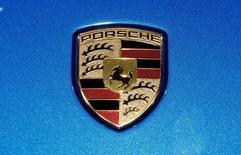 Porsche Automobil Holding SE attend des bénéfices en forte hausse cette année grâce aux bonnes performances de Volkswagen dont il est le principal actionnaire. /Photo prise le 7 mars 2017/REUTERS/Arnd Wiegmann