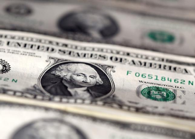 3月21日、終盤のニューヨーク外為市場では、トランプ米政権が迅速に経済政策を実行できないのではないかとの不安が広がり、円に逃避的な買いが入ってドル/円は約4カ月ぶりの安値を付けた。昨年11月撮影(2017年 ロイター/Dado Ruvic)