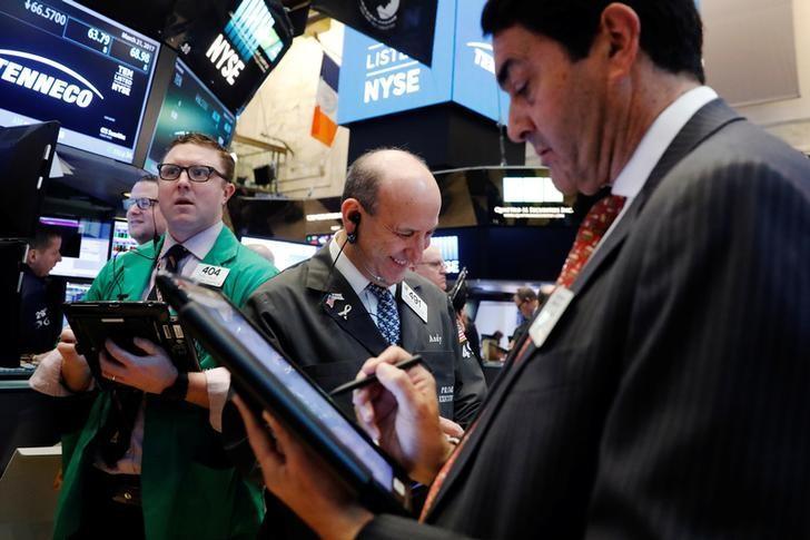 3月21日,纽约证交所内的交易员们。REUTERS/Lucas Jackson