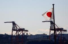 Les exportations japonaises ont bondi de 11,3% en février par rapport au même mois de 2016, un troisième mois consécutif de progression qui reflète la reprise de la demande mondiale. /Photo prise le 25 janvier 2017/REUTERS/Kim Kyung-Hoon