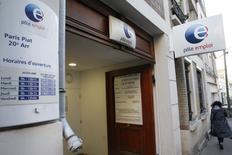 Les déclarations d'embauche de plus d'un mois dans les secteurs marchands, hors intérim, ont rebondi de 7,3% en février en  France après leur forte baisse de janvier, qui a été révisée à -6,2% (-3,4% en première estimation). /Photo d'archives/REUTERS/Pascal Rossignol