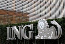 Логотип  ING на офисе группы в Брюсселе. Банк ING сообщил в годовом отчете, опубликованном на прошлой неделе, что голландская прокуратура ведет в его отношении уголовное расследование по подозрению в отмывании денег и коррупции, которое может привести к значительным штрафам.  REUTERS/Francois Lenoir/File Photo