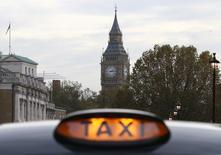 """Le constructeur des """"cabs"""", les taxis noirs londoniens, a ouvert mercredi une usine dans le centre de l'Angleterre pour fabriquer des taxis électriques qu'il espère aussi vendre à des villes étrangères, ce qui constituerait une première. /Photo d'archives/REUTERS/Neil Hall"""