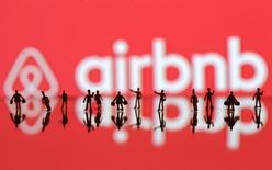 Airbnb, le géant américain des services de location de logement à très court terme, va tripler ses effectifs en Chine cette année afin de répondre à une forte demande de la génération des 18-35 ans. Airbnb a enregistré une forte croissance auprès des touristes chinois l'an dernier. /Photo d'archives/REUTERS/Dado Ruvic