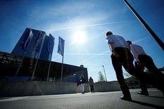 """Les banques qui chercheront à transférer leurs activités de Londres vers la zone euro après le """"Brexit"""" pourraient bénéficier d'une procédure accélérée, les régulateurs étant prêts à les dispenser d'une longue série de tests portant sur leurs modèles de calcul du risque, a déclaré mercredi une responsable de la Banque centrale européenne (BCE). /Photo d'archives/REUTERS/Ralph Orlowski"""
