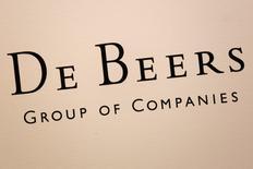 Le groupe De Beers a annoncé mercredi avoir racheté à LVMH ses parts dans la coentreprise de distribution de joaillerie qu'il détenait depuis 2001 avec le groupe français. /Photo d'archives/REUTERS/Bobby Yip