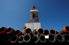 Нефтяная вышка Роснефти. Цены нанефтьснизились на вечерних торгах в четверг, растеряв внутридневной рост, из-за сомнений инвесторов в эффективности пакта ОПЕК+ в борьбе с перенасыщением мирового рынка.  REUTERS/Sergei Karpukhin