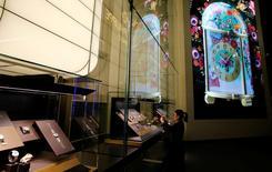 L'industrie horlogère suisse se prépare à une nouvelle année difficile en raison de l'absence de signes de reprise aux Etats-Unis, ont déclaré à Reuters les dirigeants du secteur à l'occasion du salon Baselworld qui s'est ouvert jeudi à Bâle. /Photo prise le 22 mars 2017/REUTERS/Arnd Wiegmann