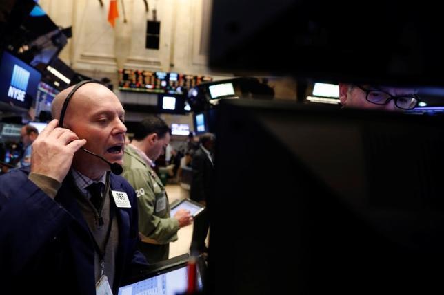 3月23日、米国株式市場は、主要株価指数が小幅下落して取引を終了した。NYSEで20日撮影(2017年 ロイター/Lucas Jackson)