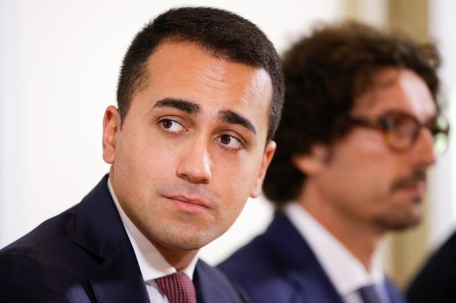 3月23日、イタリアの反体制派政党「五つ星運動」は23日、ユーロ圏にとどまるべきかどうかを決める国民投票の実施は党の最優先課題ではなく、貧困対策が最も重要な課題だとの認識を示した。写真は「五つ星運動」のルイジ・ディ・マイオ氏。ローマで昨年10月撮影(2017年 ロイター/Max Rossi)