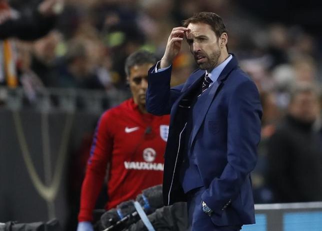 3月23日、サッカーのイングランド代表、ガレス・サウスゲート監督(写真)は、22日に行われたドイツとの親善試合で採用した「3─4─2─1」の新システムに手応えを語った。22日撮影(2017年 ロイター)