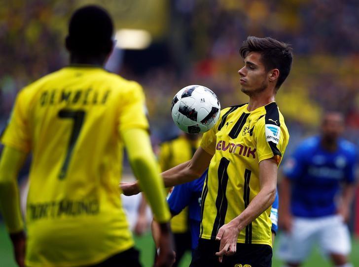Football Soccer - Borussia Dortmund v SV Darmstadt 98 - German Bundesliga - Signal Iduna Park, Dortmund, Germany - 17/09/16. Julian Weigl of Borussia Dortmund (R) in action. REUTERS/Thilo Schmuelgen/Files
