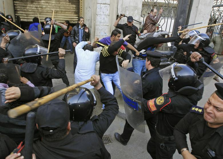 Riot police clash with protesters in Cairo January 26, 2011. REUTERS/Goran Tomasevic