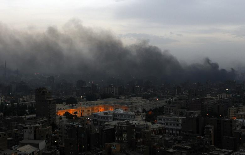 Smoke billows over Cairo following clashes between protesters and police January 28, 2011. REUTERS/Yannis Behrakis