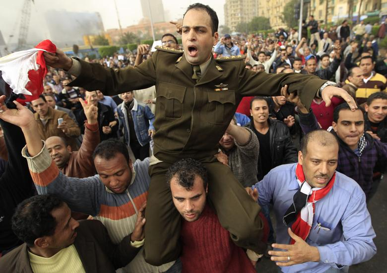 An Egyptian Army officer shouts slogans as he is carried by protesters in Cairo January 29, 2011. REUTERS/Goran Tomasevic