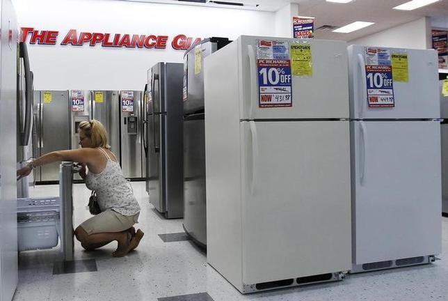3月24日、2月の米耐久財受注統計でコア受注が0.1%減少した。写真はニューヨークの商店で2010年7月撮影(2017年 ロイター/Shannon Stapleton)