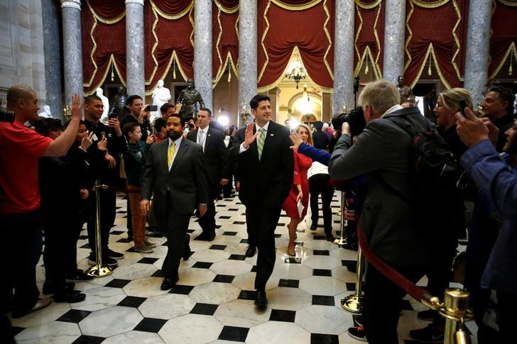 U.S. House Speaker Paul Ryan (R-WI) (C) waves to tourists after the House voted on a procedural measure to move ahead with health care legislation to repeal Obamacare at the U.S. Capitol in Washington, U.S., March 24, 2017.  REUTERS/Jonathan Ernst