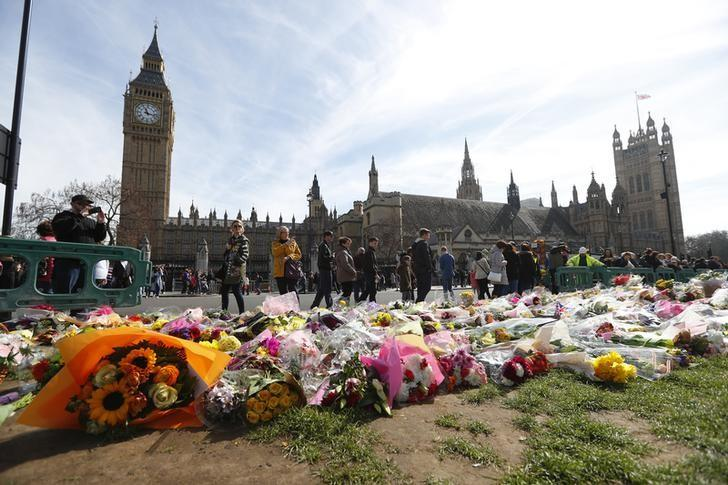 Floral tributes are seen in Parliament Square, following the attack in Westminster earlier in the week, in London, Britain March 25, 2017.   REUTERS/Peter Nicholls