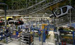 La confiance des entrepreneurs allemands s'est améliorée de manière inattendue en mars et n'avait plus été aussi élevée depuis près de six ans. /Photo d'archives/REUTERS/Kai Pfaffenbach