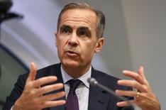 Mark Carney, le gouverneur de la Banque d'Angleterre (BoE). Les banques implantées en Grande-Bretagne doivent prendre les mesures nécessaires pour prévenir tout risque de brusque contraction du crédit au cas où le processus de sortie de la Grande-Bretagne de l'Union européenne se déroulerait de manière désordonnée, a dit lundi la BoE. /Photo prise le 21 mars 2017/REUTERS/Kirsty Wigglesworth
