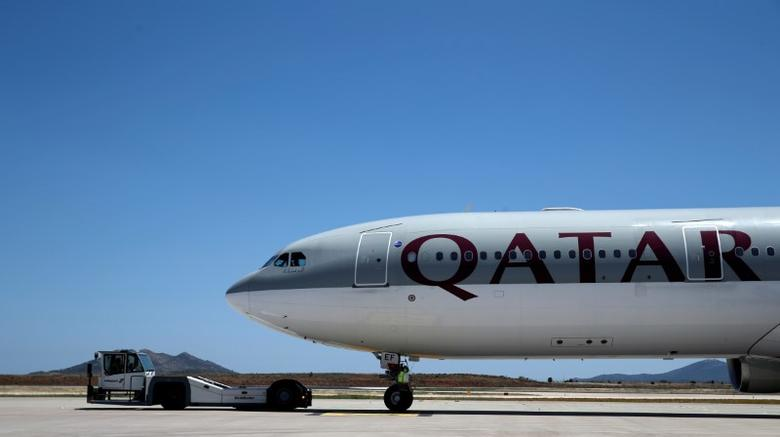 FILE PHOTO  A Qatar Airways aircraft is seen at a runway of the Eleftherios Venizelos International Airport in Athens, Greece, May 16, 2016. REUTERS/Alkis Konstantinidis/File Photo